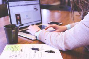 Oft geht es auch im digitalen Zeitalter nicht ohne Papier und Stift